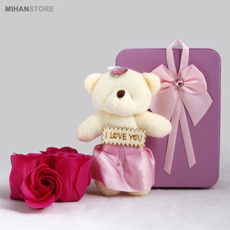 پکیج کادویی ولنتاین خرس و گل عطری طرح عشق و لاو Love Gift Package Bears & Flowers Love