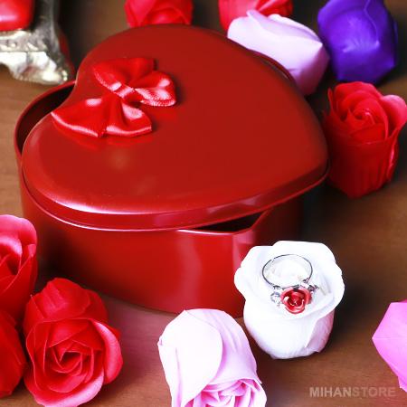 عکس محصول پکيج کادويي انگشتر و گل عطري طرح Love